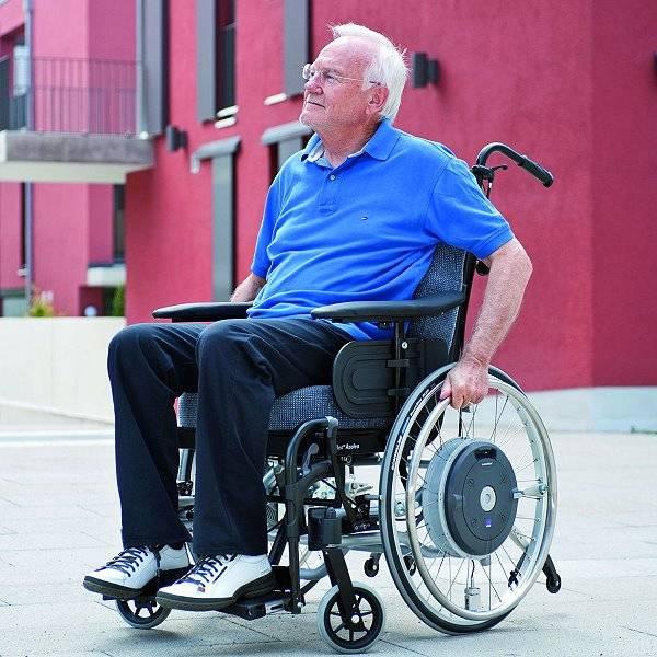 Kraftverstärkender Zusatzantrieb für Rollstühle e-motion M15