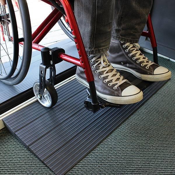 Rollstuhl-Türschwellenrampe aus Gummi