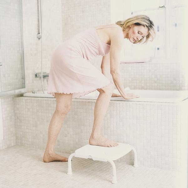 tritt und einstiegshilfe stapel einstiegshilfe ausstiegshilfe f r die badewanne. Black Bedroom Furniture Sets. Home Design Ideas