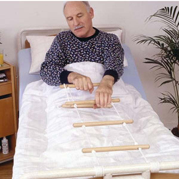 Bettleiter als Aufrichthilfe für das Bett