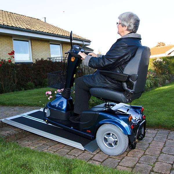 Hoch transportable Koffer-Rollstuhlrampe